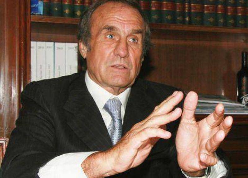 "Reutemann: ""A los Kirchner les gusta sacar a unos y regalar a otros"""
