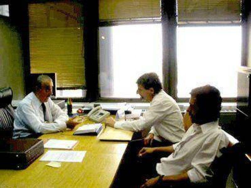 Uno de los temas que está al tope de la agenda  La Defensoría del Pueblo se reunió con el ENRE y trajo promesas contra el aumento de la luz