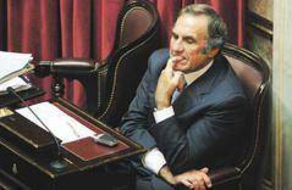 Crítico, Reutemann busca despegarse de la imagen K para las elecciones
