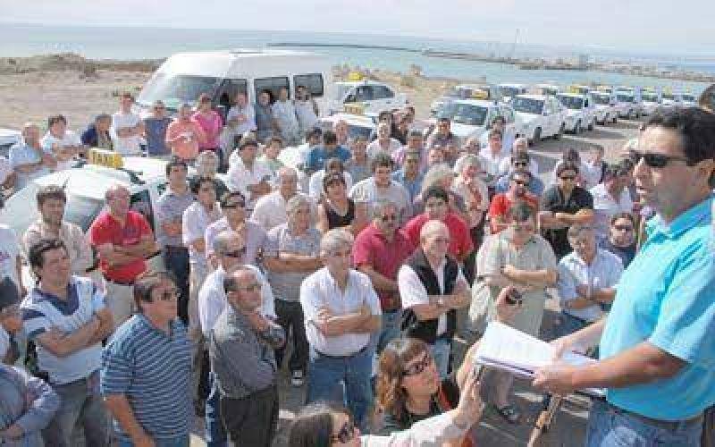 Unos 250 licenciatarios de taxis y remises piden que se derogue la ordenanza de GPS.