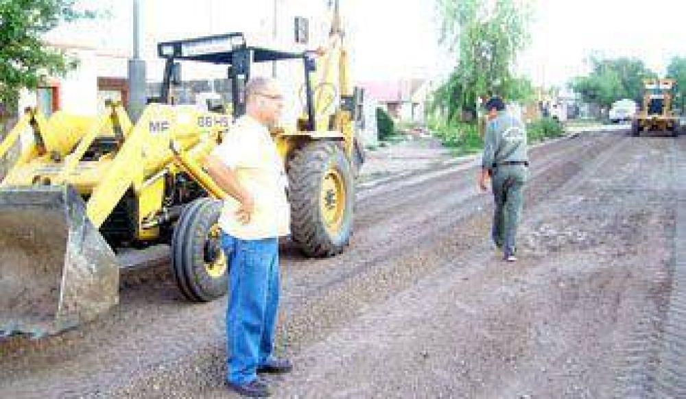 Obras que avanzan/Mejorado con ripio en las calles urbanas de Frontera