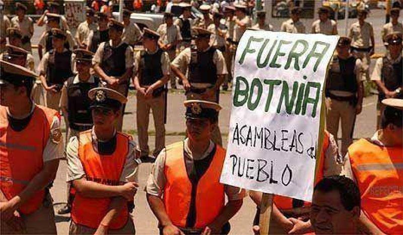 Los ambientalistas de Gualeguaych� marchan contra el olor a Botnia
