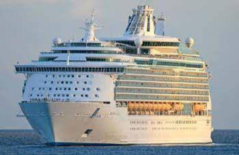 "Hoy llega a Ushuaia el mega crucero ""Mariner of the Seas""."
