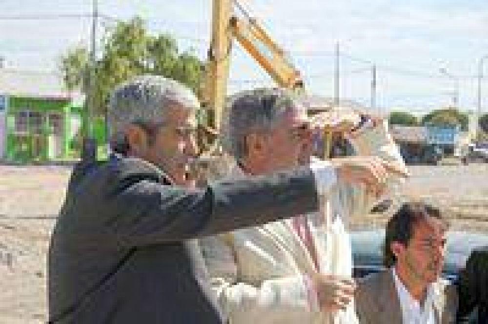 Das Neves y López recorrieron obras que se realizan en barrios de Rawson.