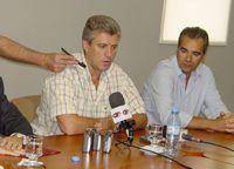 Conferencia de prensa conjunta de Eliceche con Garc�a Lorea y Leonardo Dom�nguez.