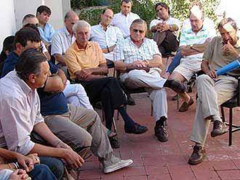 Los productores rurales llevaron un petitorio al Concejo para que se declare el desastre agropecuario en la zona.