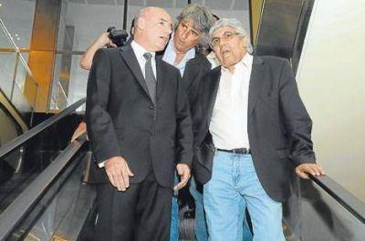 Moyano consulta a penalistas porque cree que irán por él