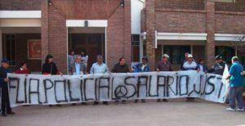Policías Autoconvocados de Castelli continúan con sus reclamos