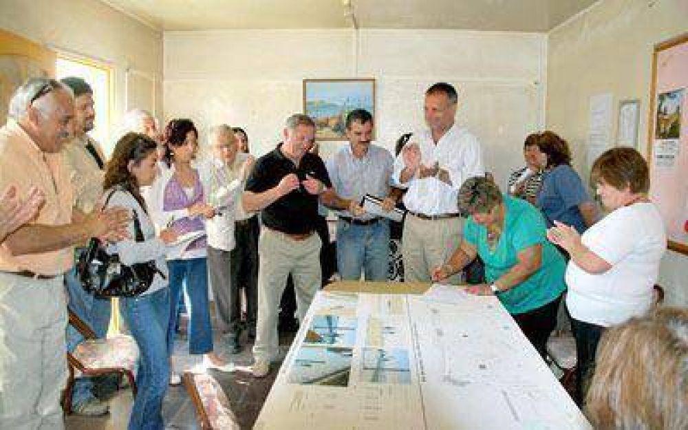 En seis meses estará terminado el paseo costero de Caleta Córdova.