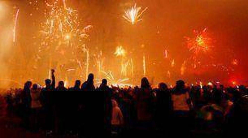 Trágica fiesta con fuegos artificiales en China: 15 fallecidos por un incendio.