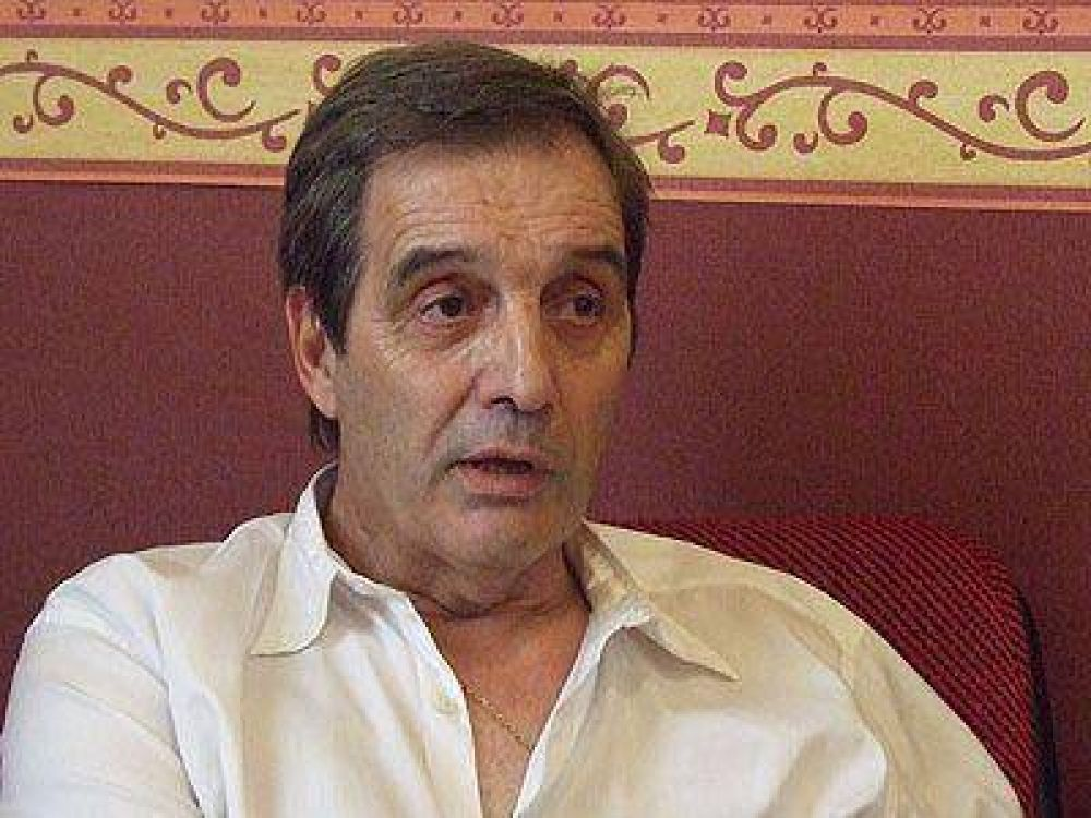 Villaverde anunció que presentará candidatos y recibió una lluvia de críticas.