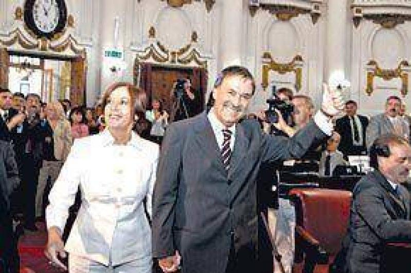 Dos provincias le piden a Cristina que suspenda las retenciones