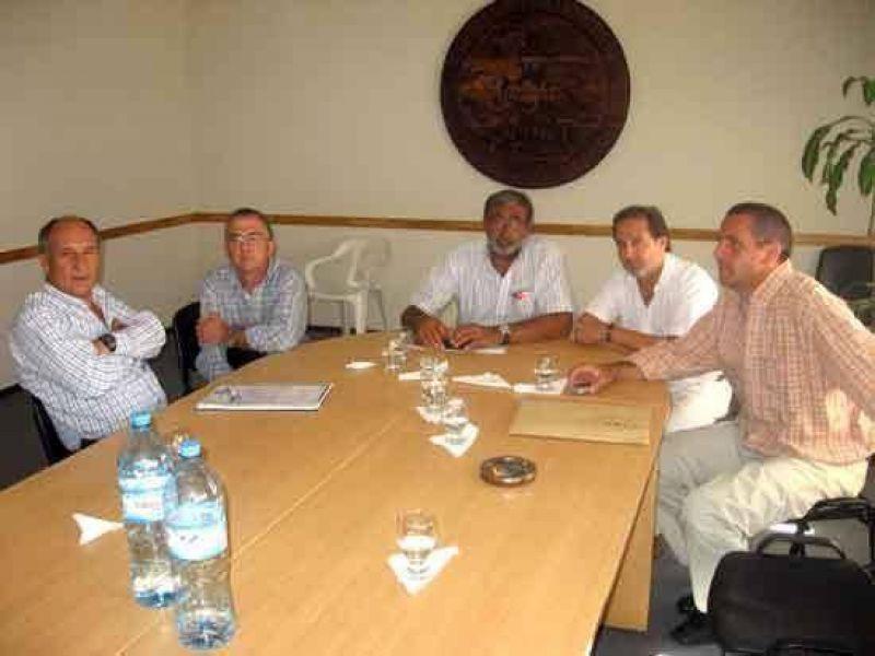 Jorge Macri se reunió con dirigentes de la Cuenca Lechera Mar y Sierras.