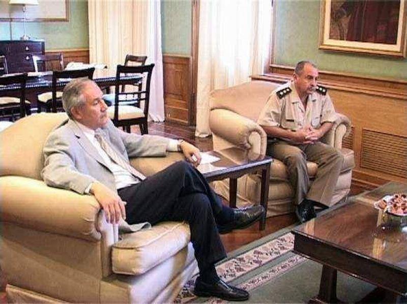 El Gobernador Barrionuevo recibi� a c�pula de Agrupaci�n IX de Gendarmer�a.