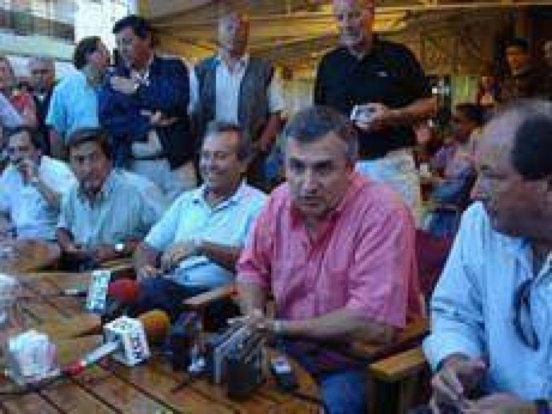 Morales no descartó la posibilidad de incluir a Cobos en el armado electoral.