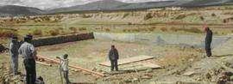 Obras hídricas comunitarias para las familias campesinas aborígenes.
