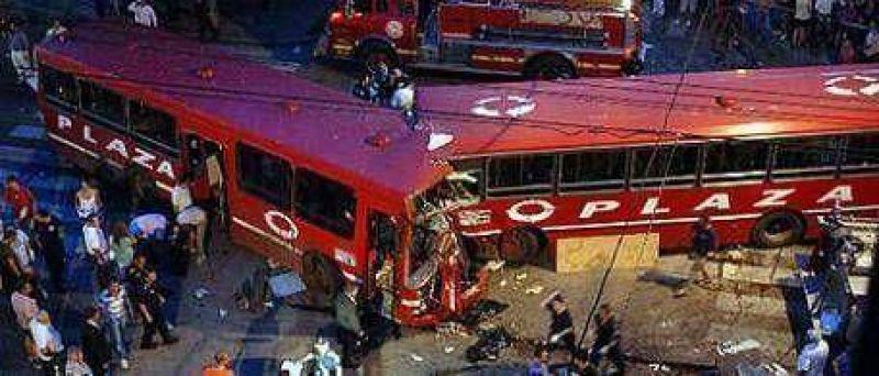 Cuatro muertos y 41 heridos en un choque de colectivos