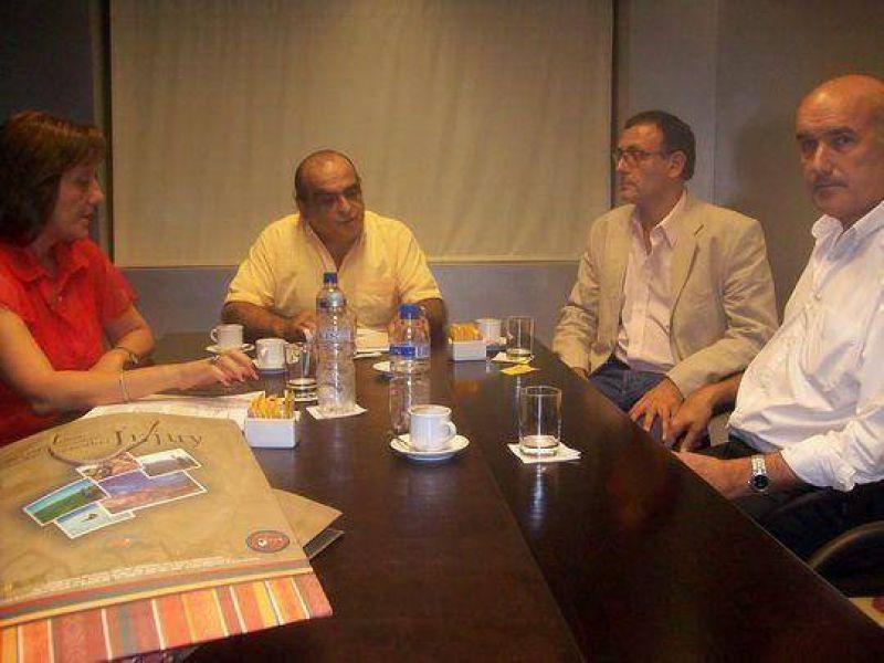 El ministro Kosiner recibi� a vecinos de Santa Cecilia y Democracia.