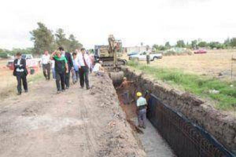 Inspeccionan obras de infraestructura en plena ejecuci�n en Florencio Varela.