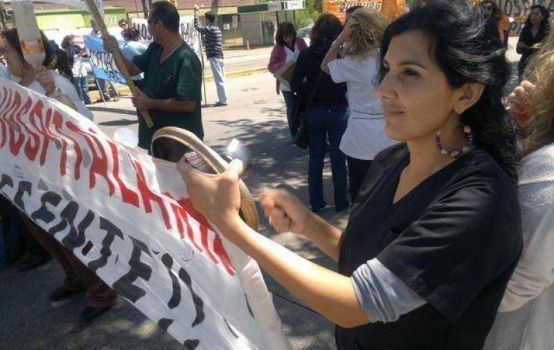"""Médicos Unidos paraliza atención y denuncia """"listas negras"""" del gobierno"""
