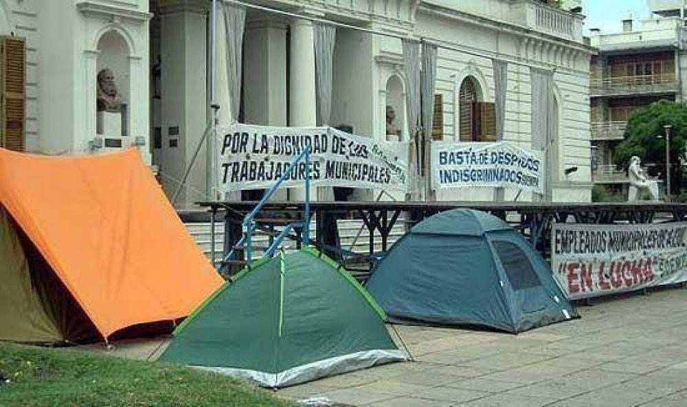 Reclamos salariales: sindicatos de empleados municipales acampan en Azul y Tandil