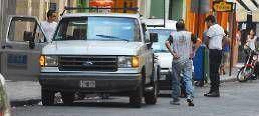 La prohibición del estacionamiento debutó con 25 vehículos al corralón