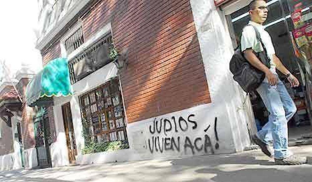 Odio estampado con aerosol: frases antisemitas en las calles porteñas