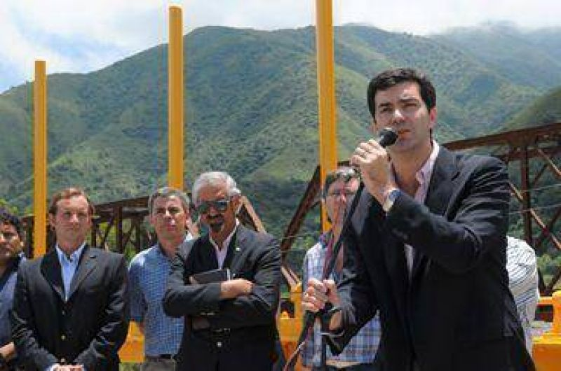El Gobernador Juan M.Urtubey inauguró obra en el río Toro.