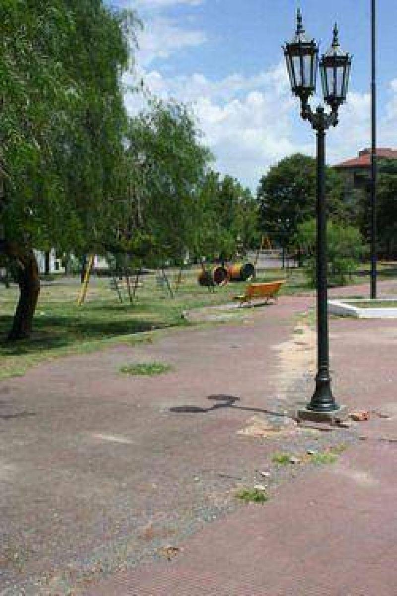 El jueves comienzan a construirse las veredas de Plaza España.