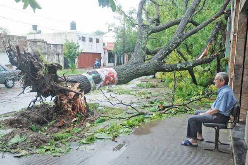Un temporal provocó muertes en Rosario y críticas al SMN