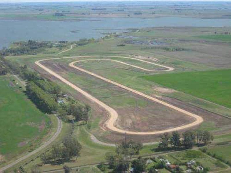 La empresa YPF S. A. provisionará el cemento para realizar la pavimentación del Autódromo Eusebio Marcilla.