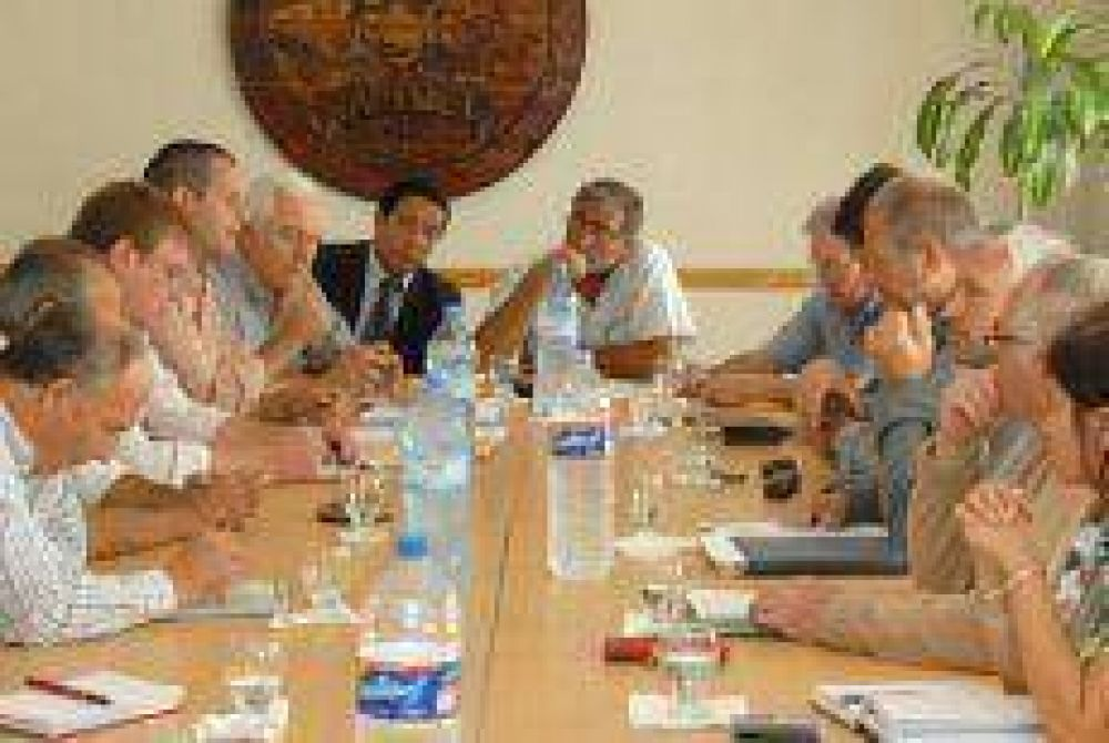 El Comité de Crisis busca asistencia para los trabajadores en las empresas de servicio.