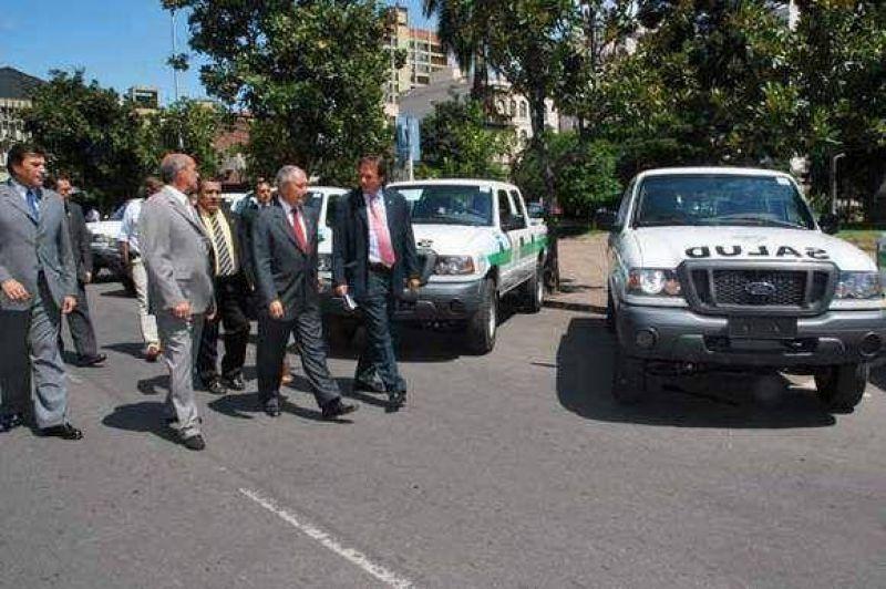 Incorporan camionetas 4x4 al �rea de Atenci�n Primaria de Salud