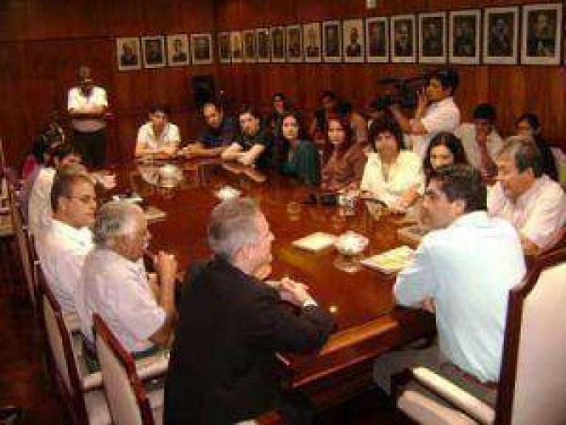 La delegación de Cosquín, con el gobernador