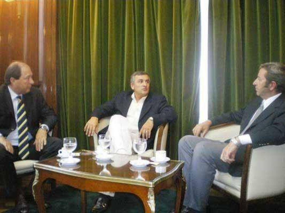 Acuerdo entre Cobos y la UCR para octubre