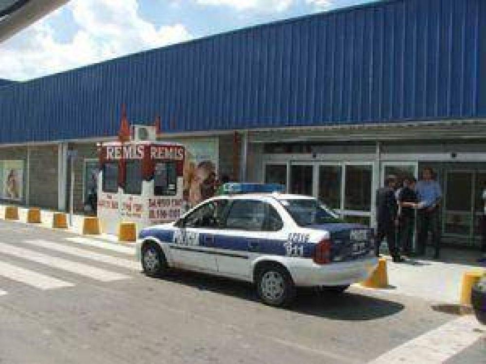 Jueza de Faltas ordenó desmantelamiento de remisería que funcionaba en Carrefour.