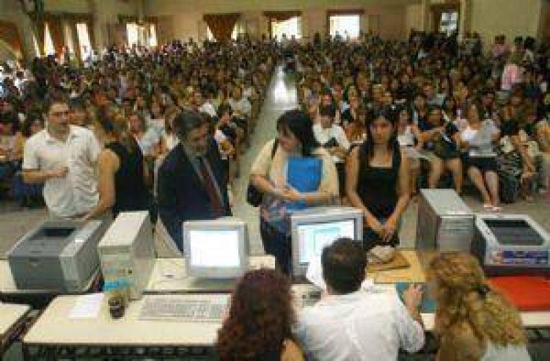 Nombrarán 294 nuevos maestros titulares para reforzar la primaria