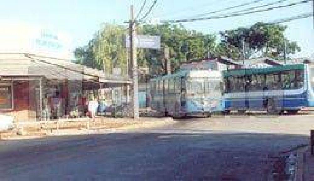Apuran las soluciones para el caos de tránsito en el centro de Derqui.
