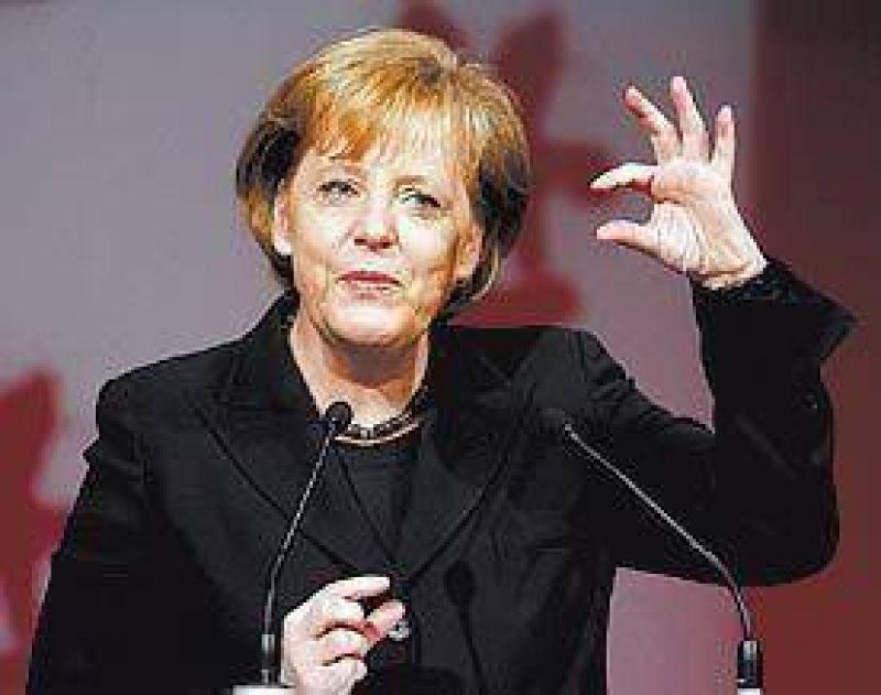 Merkel elogió el pedido del Papa al obispo que negó el Holocausto