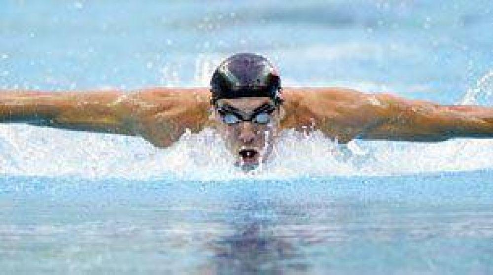 Suspendieron a Michael Phelps por tres meses por fumar marihuana.