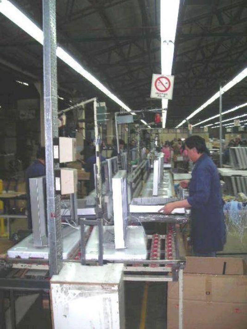 Presentan un proyecto para la reducci�n de impuestos internos a la industria fueguina.
