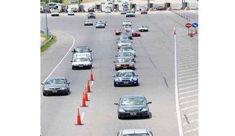 La crisis pasó de largo en las rutas: no cayó el flujo de autos