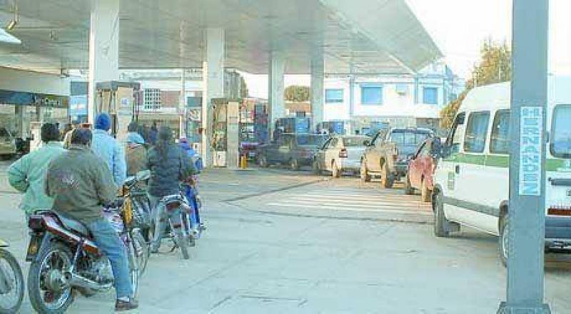 Se especula un nuevo aumento en los combustibles