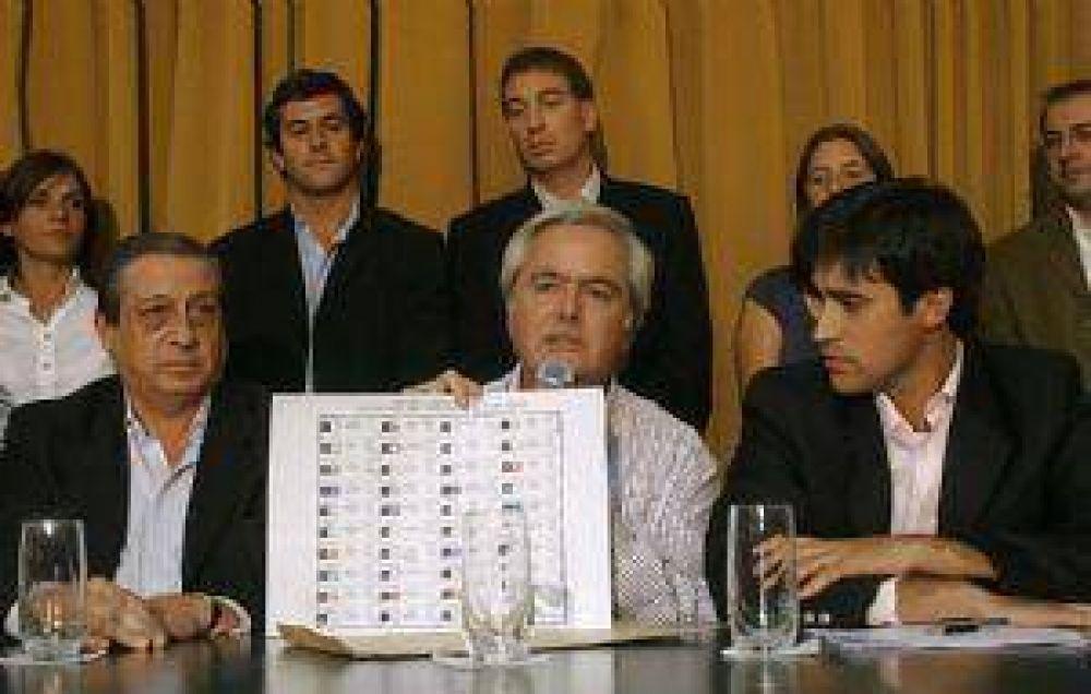 La oposición presentó su proyecto de
