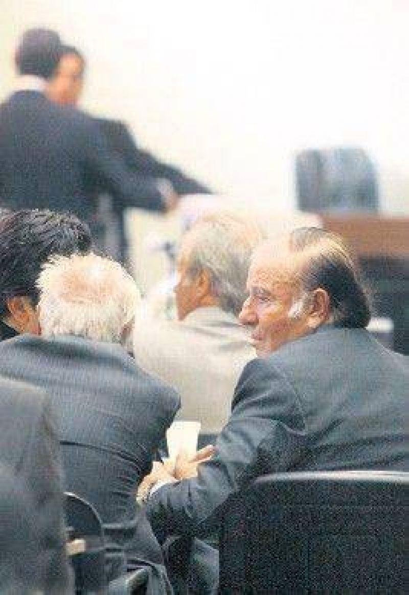 Menem enfrentó por primera vez al tribunal del caso armas.