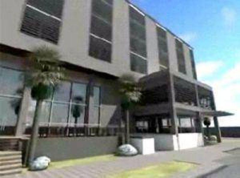 Moyano compró un hotel VIP en Pinamar y ya adeuda impuestos.