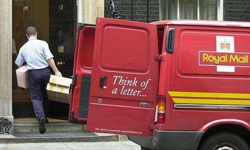 Conmoci�n por la ola de despidos en correo brit�nico.