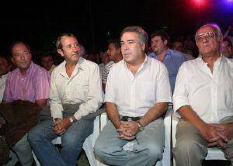 Cobos fue a la Tonada con sus nuevos socios