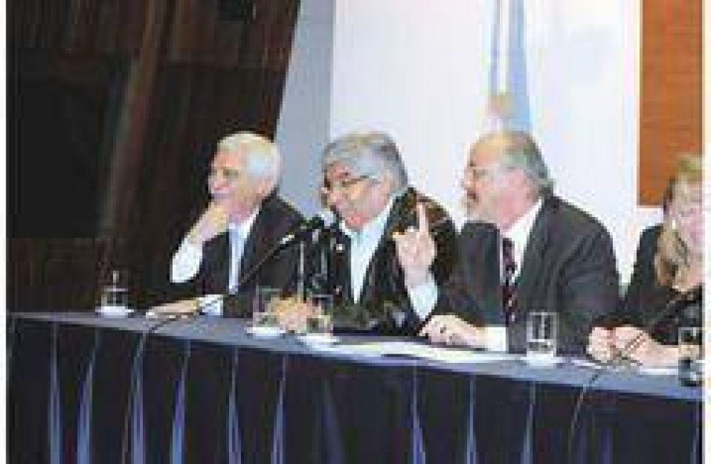 El Gobierno sentó a la UIA y a la CGT en Madrid para que definan salarios de 2009