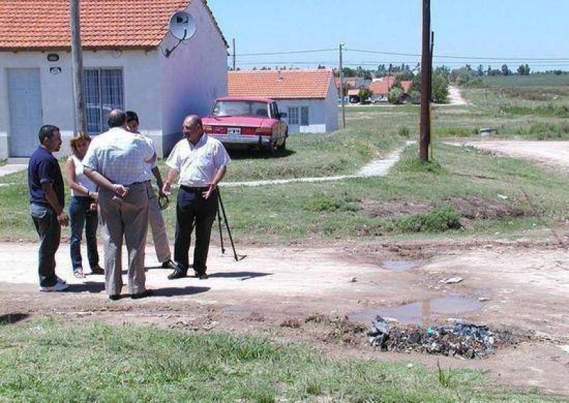 Vecinos del barrio Héroes de Malvinas II expresaron sus quejas a los concejales de Frente por Campana.